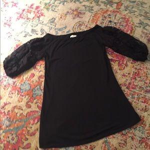 Umgee Tops - EUC Umgee classic black dress top